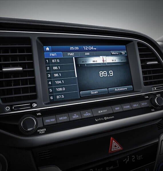 Hệ thống thông tin giải trí của Hyundai Elantra Sport 2018 hiện đại, tích hợp nhiều tính năng 1