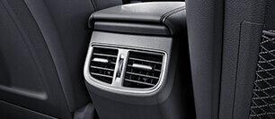 Đánh giá xe Hyundai Elantra Sport 2018: Cửa gió điều hòa cho hàng ghế sau 1