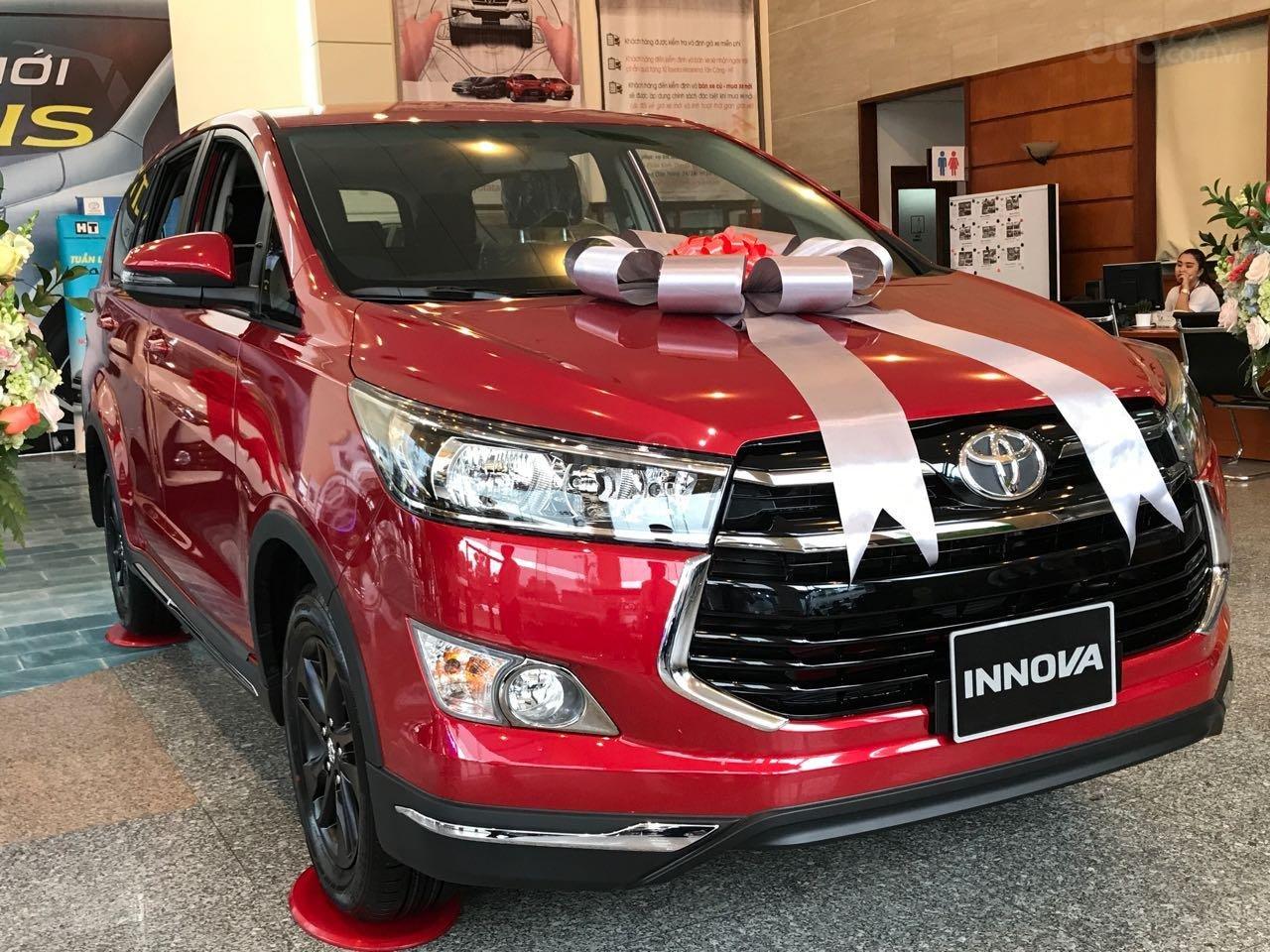 """Toyota Tân Cảng- Ưu đãi xe Innova 2.0 Venturer """"Duy nhất trong tuần giảm 30tr tiền mặt, tặng thêm phụ kiện""""-0933000600-1"""