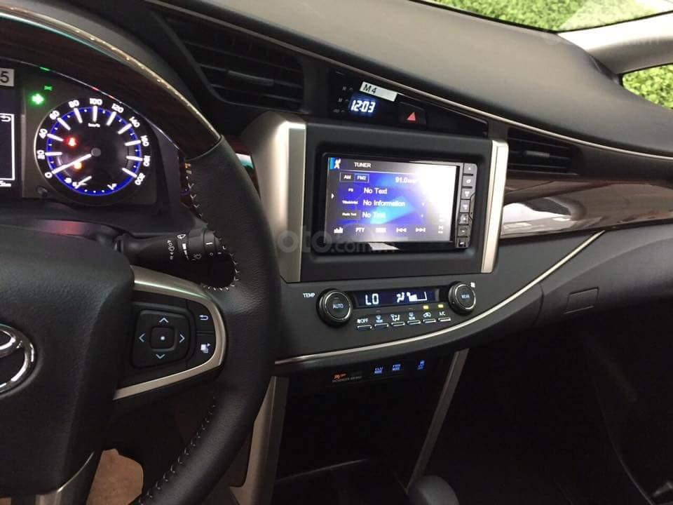 """Toyota Tân Cảng- Ưu đãi xe Innova 2.0 Venturer """"Duy nhất trong tuần giảm 30tr tiền mặt, tặng thêm phụ kiện""""-0933000600-4"""