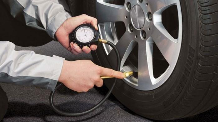 7 kinh nghiệm lái xe ô tô an toàn vào dịp Tết: kiểm tra xe trước khi khởi hành.
