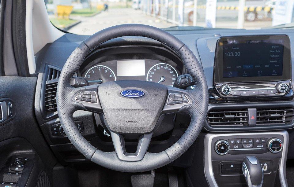Đánh giá xe Ford Ecosport 2018: Vô lăng bọc da.