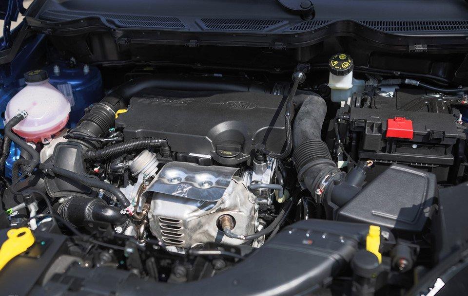 Đánh giá xe Ford Ecosport 2018: Xe được trang bị 2 tùy chọn động cơ.