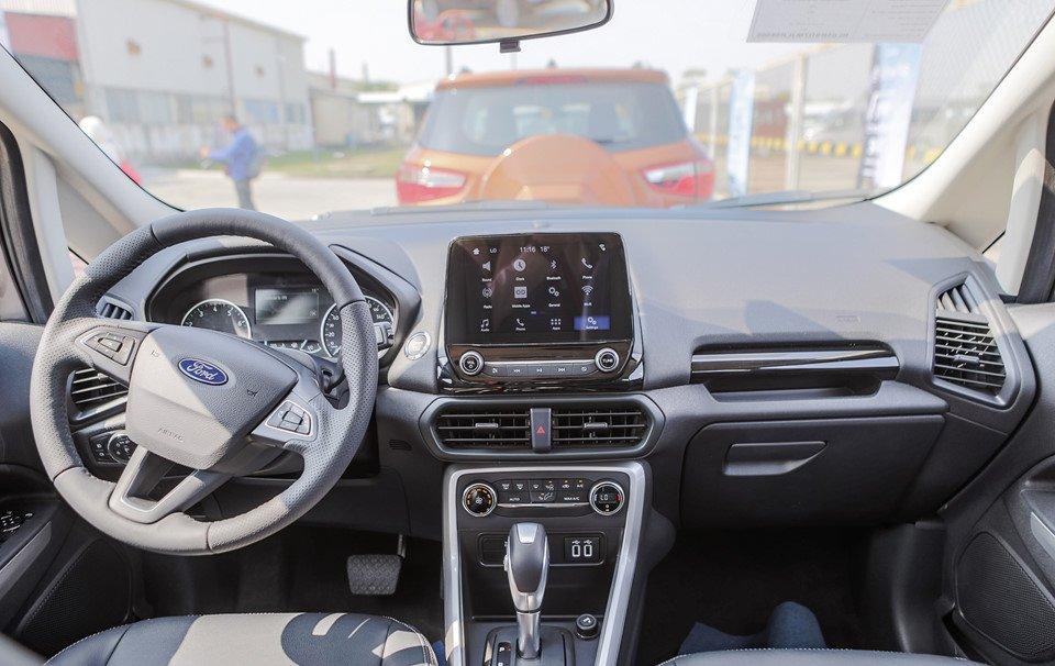 Đánh giá xe Ford Ecosport 2018: Khoang nội thất có thiết kế khá đẹp.