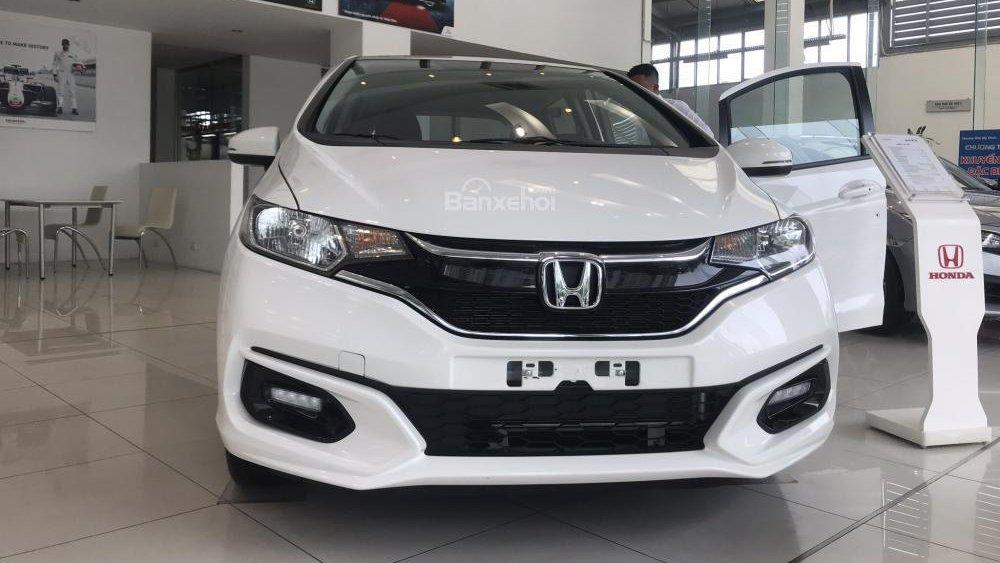 Ảnh chụp đầu xe Honda Jazz 2018 màu trắng