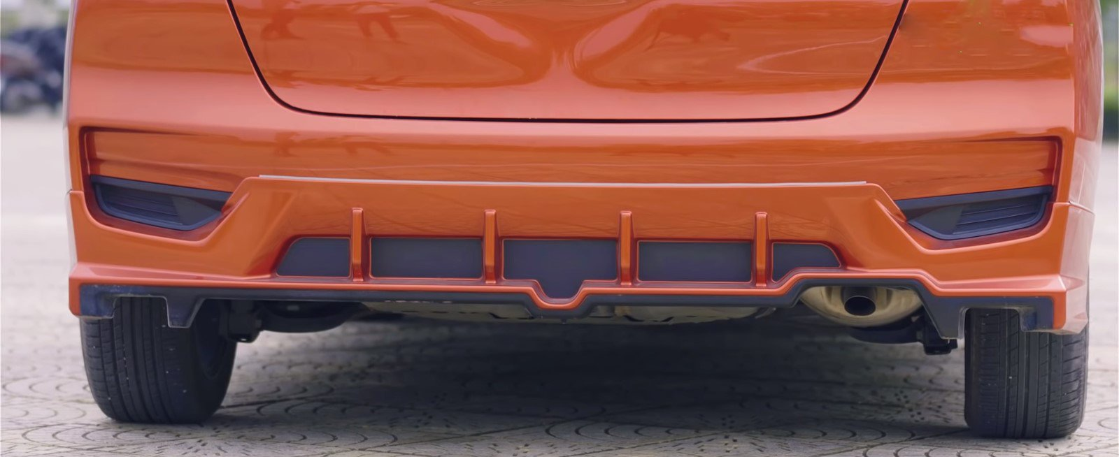 Ảnh chụp cản sau xe Honda Jazz 2018 màu cam