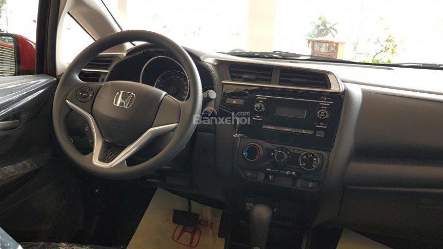 Ảnh chụp tấp-lô xe Honda Jazz 2018 bản tiêu chuẩn