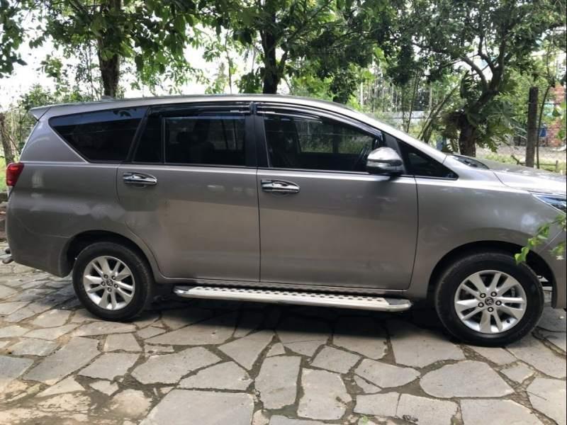 Bán ô tô Toyota Innova sản xuất 2016, màu xám còn mới (1)