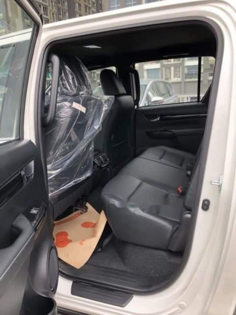 Bán xe Toyota Hilux 2.8L 2019, màu trắng, nhập khẩu nguyên chiếc-1