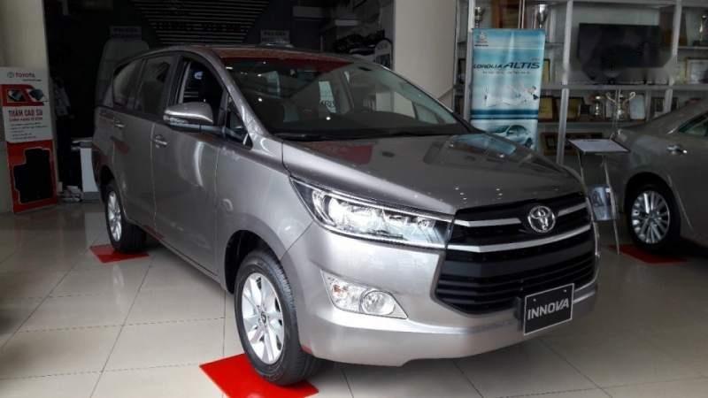 Bán ô tô Toyota Innova năm 2019, màu xám, số sàn (2)