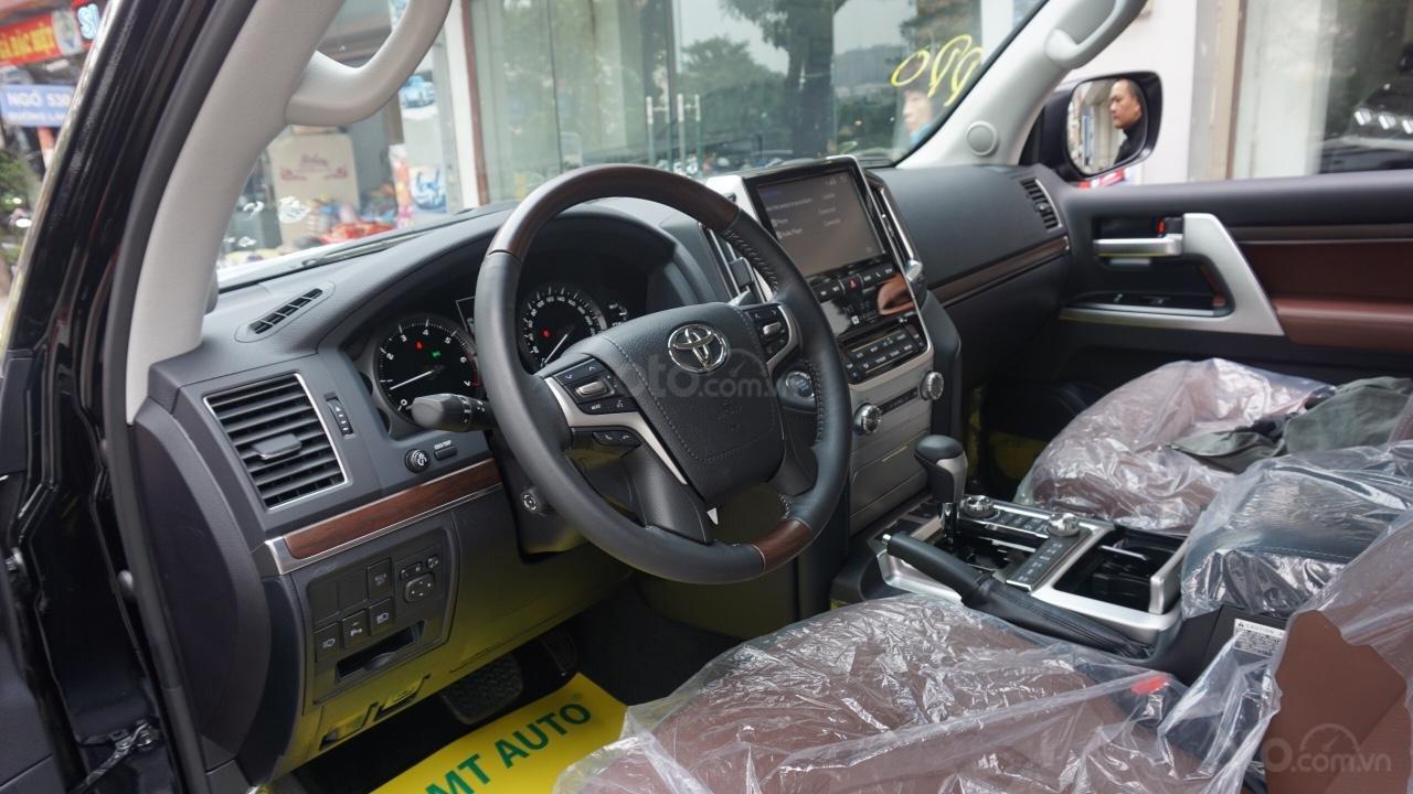Bán ô tô Toyota Land Cruiser VX R 4.6 AT đời 2017, màu đen, xe nhập Trung Đông mới 100%, LH em Hương-5