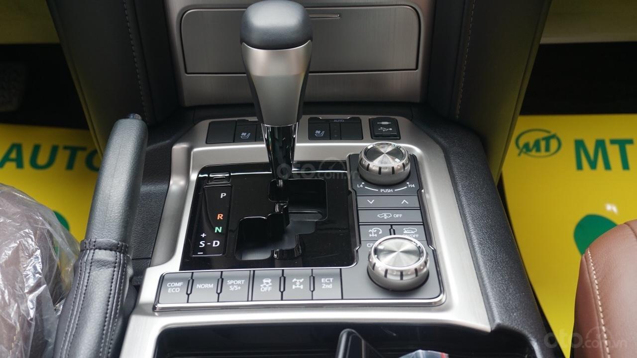 Bán ô tô Toyota Land Cruiser VX R 4.6 AT đời 2017, màu đen, xe nhập Trung Đông mới 100%, LH em Hương-8