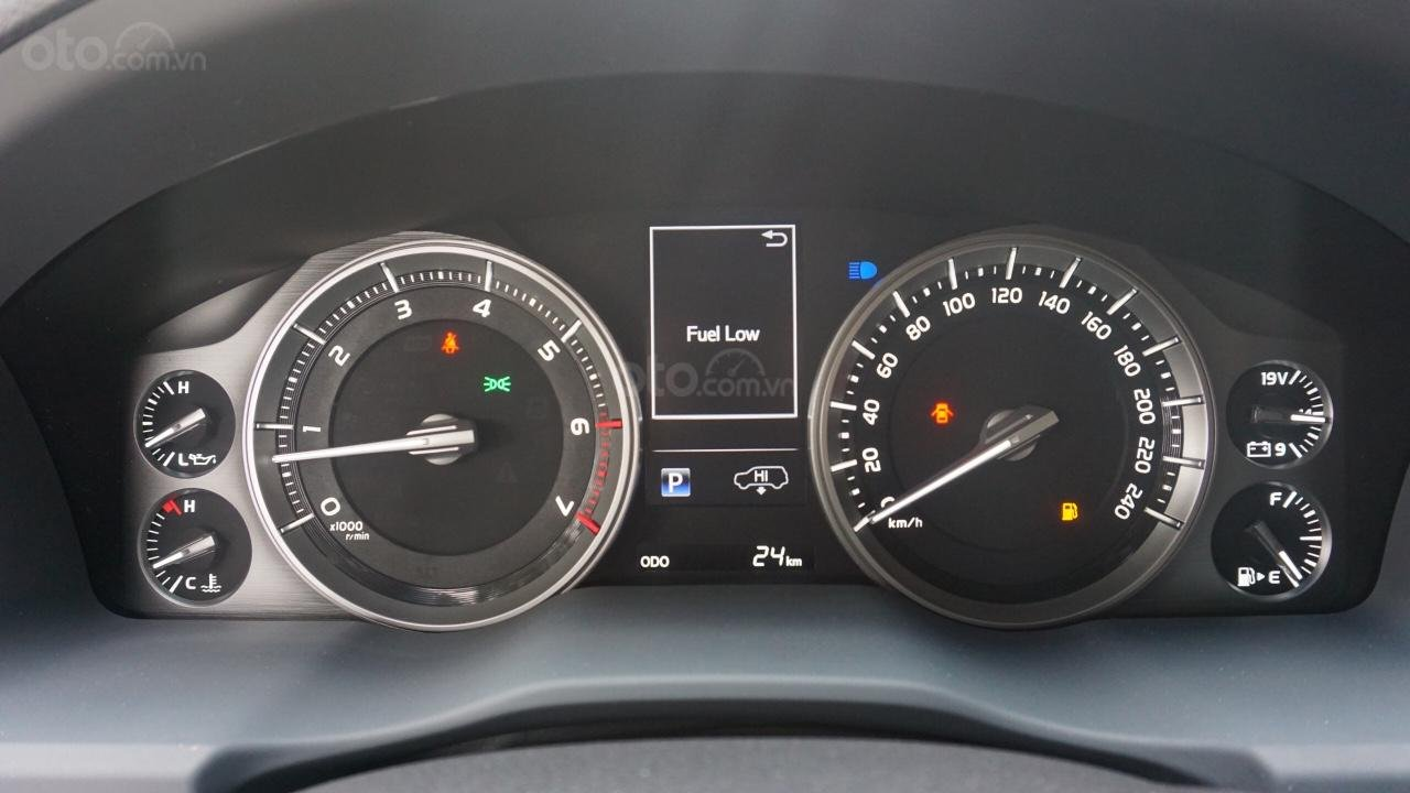 Bán ô tô Toyota Land Cruiser VX R 4.6 AT đời 2017, màu đen, xe nhập Trung Đông mới 100%, LH em Hương-9