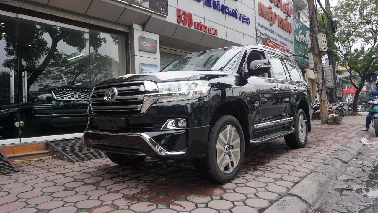 Bán ô tô Toyota Land Cruiser VX R 4.6 AT đời 2017, màu đen, xe nhập Trung Đông mới 100%, LH em Hương-1