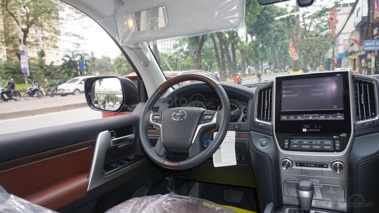 Bán ô tô Toyota Land Cruiser VX R 4.6 AT đời 2017, màu đen, xe nhập Trung Đông mới 100%, LH em Hương-15