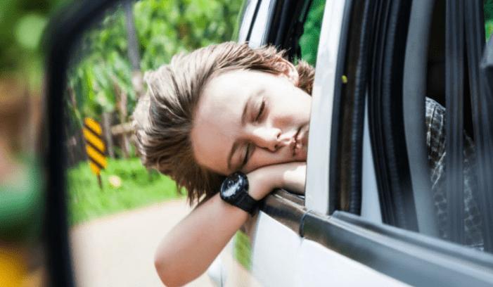 Kinh nghiệm lái xe ô tô để hành khách không bị say - không chọn xe quá cao, đi quá nhanh.