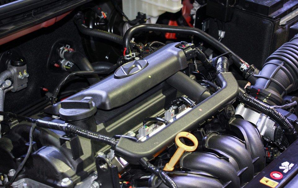 Đánh giá xe Hyundai Accent 2018: Xe sử dụng động cơ 4 xi lanh.