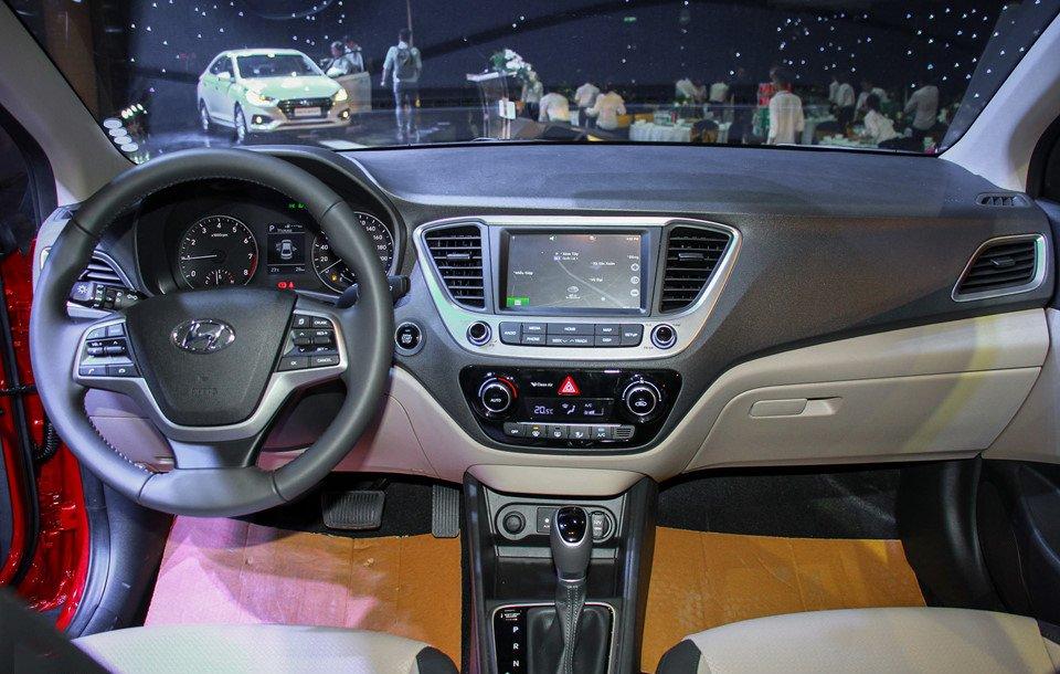 Đánh giá xe Hyundai Accent 2018: Nội thất xe được đánh giá cao.
