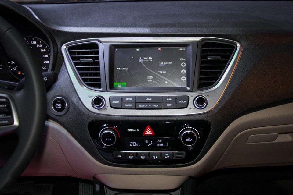 Hyundai Accent 2018 được trang bị nhiều tiện ích hiện đại.