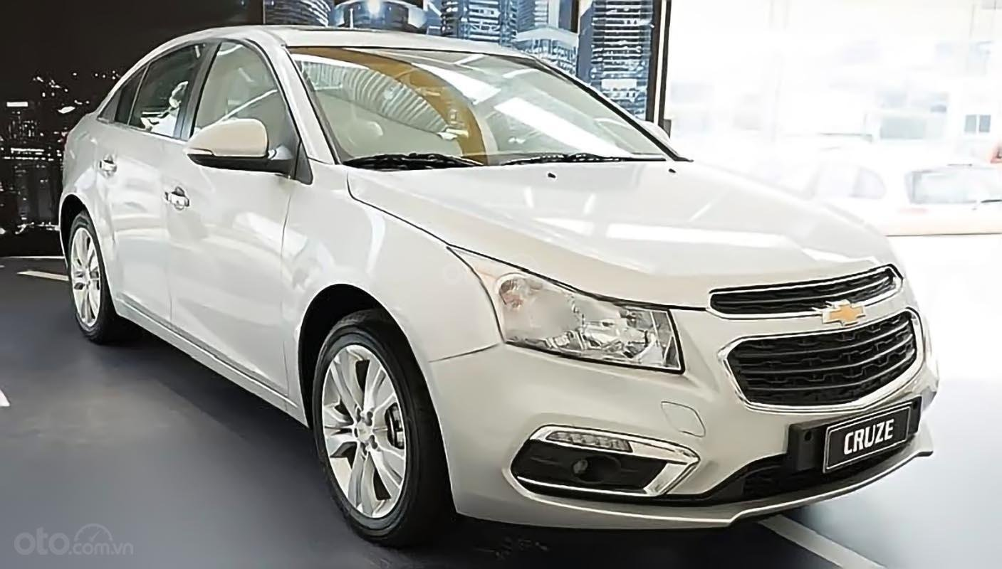 Cần bán xe Chevrolet Cruze LT 1.6 MT năm 2016, màu trắng, giá chỉ 572 triệu (2)