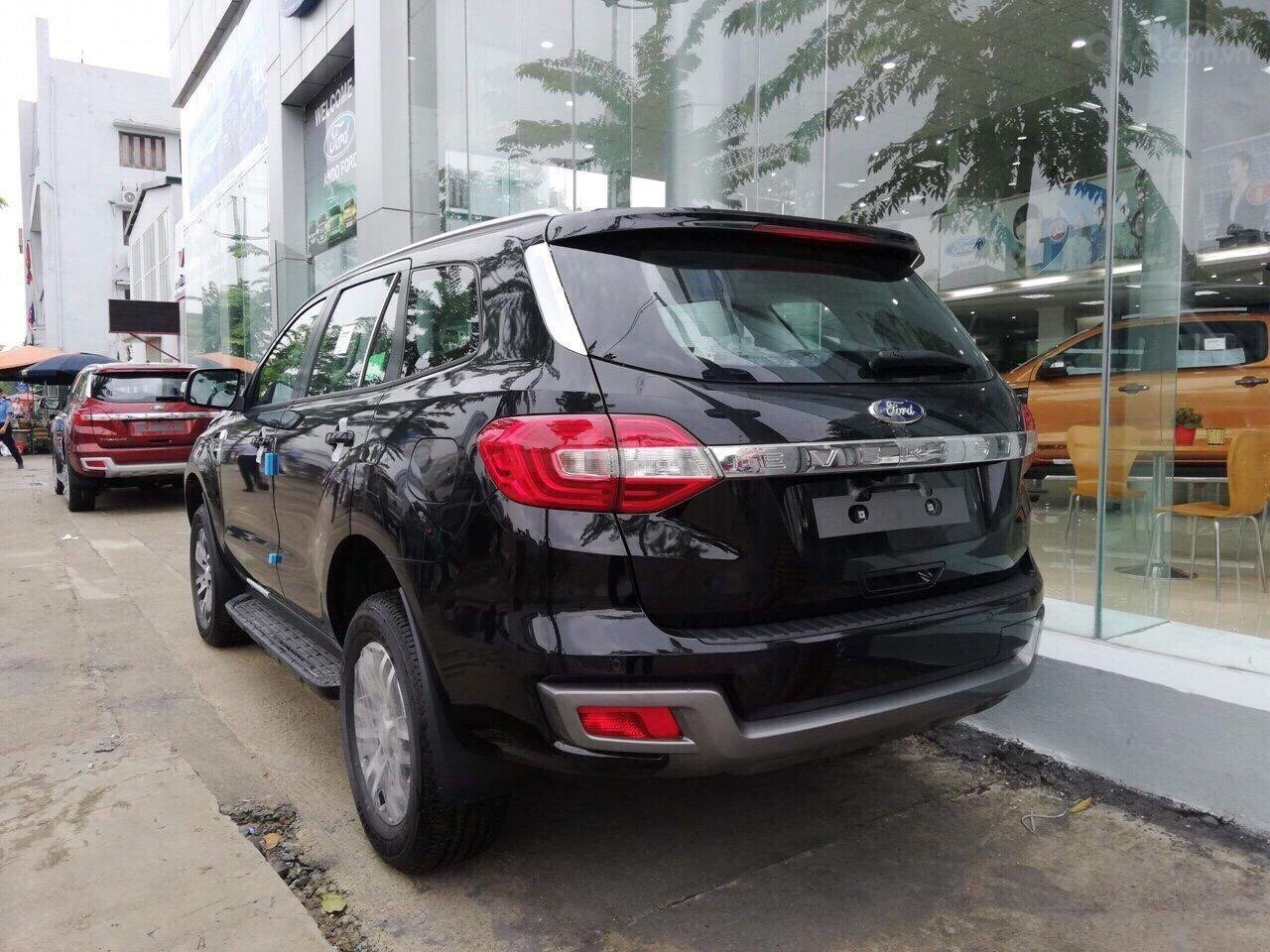 Ford Everest 2.0 nhập nguyên chiếc, đủ các bản giao xe ngay tháng 1 năm 2019, giá chỉ từ 999tr. LH 0974286009-0