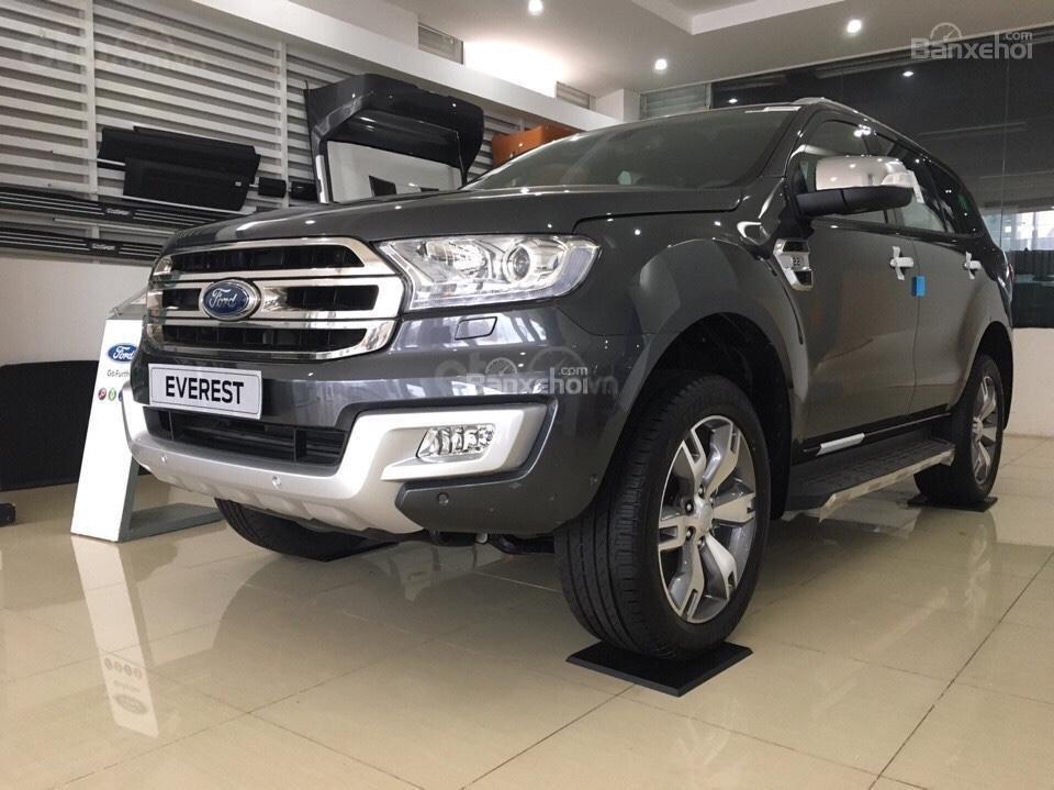 Ford Everest 2.0 nhập nguyên chiếc, đủ các bản giao xe ngay tháng 1 năm 2019, giá chỉ từ 999tr. LH 0974286009-3