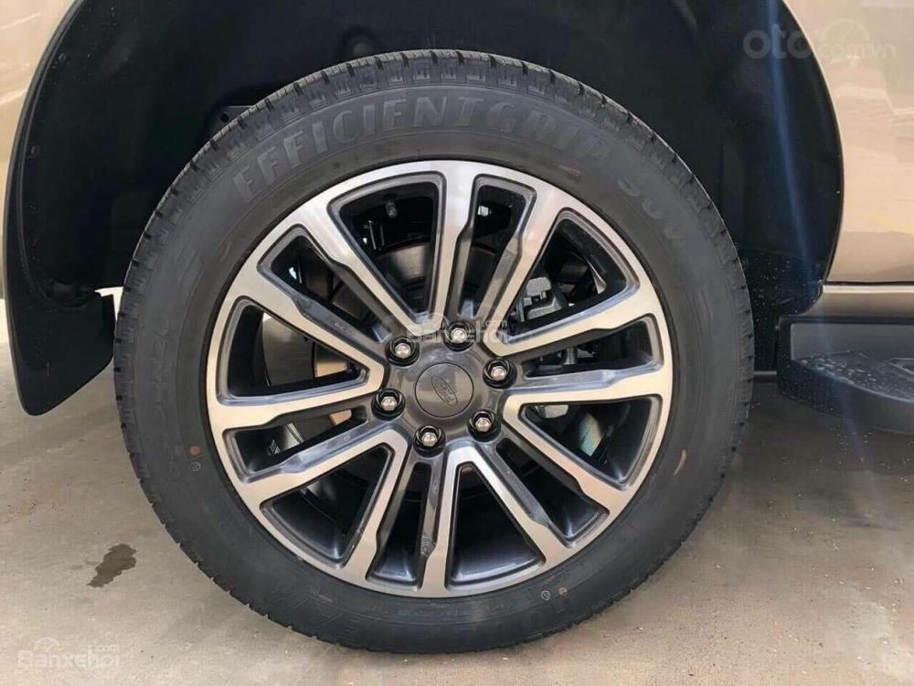Ford Everest 2.0 nhập nguyên chiếc, đủ các bản giao xe ngay tháng 1 năm 2019, giá chỉ từ 999tr. LH 0974286009-7