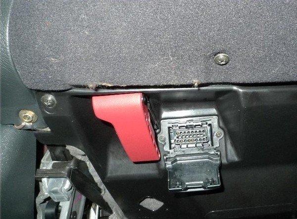 Chỉ điểm 9 mánh khóe trộm ô tô cực tinh vi, bẻ khóa OBD.
