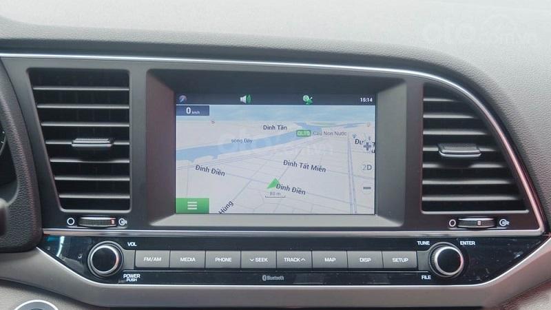 Màn hình trung tâm Hyundai Elantra 2019...
