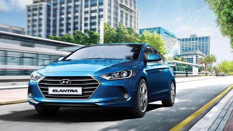 Hyundai Elantra màu xanh nước biển đang bán ra tại Việt Nam...