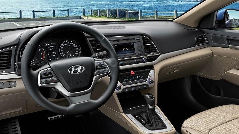 Khoang cabin Hyundai Elantra 2019...