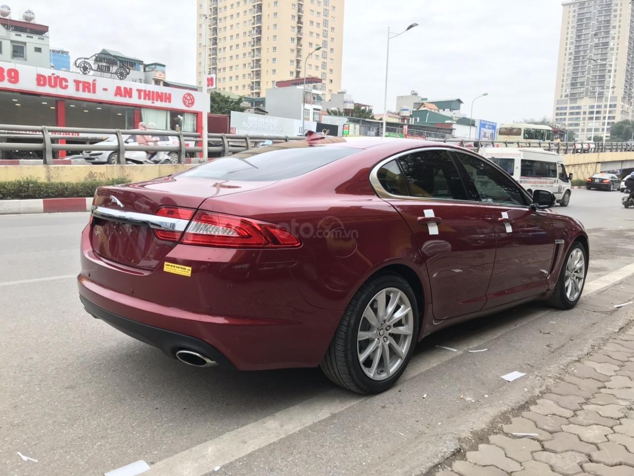 Cần bán Jaguar XF màu đỏ model 2014, xe nhập, giá tốt-3