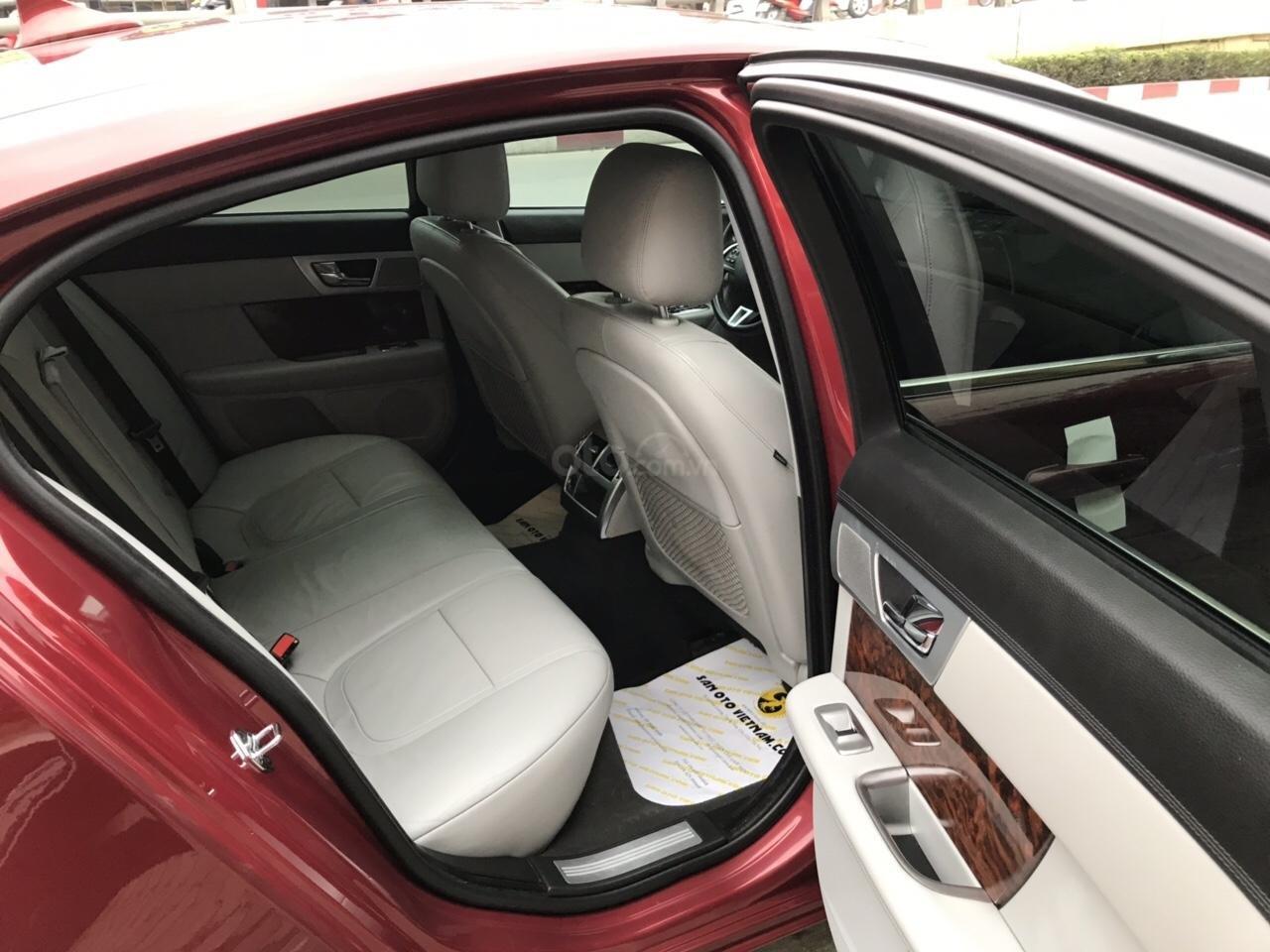Cần bán Jaguar XF màu đỏ model 2014, xe nhập, giá tốt-12