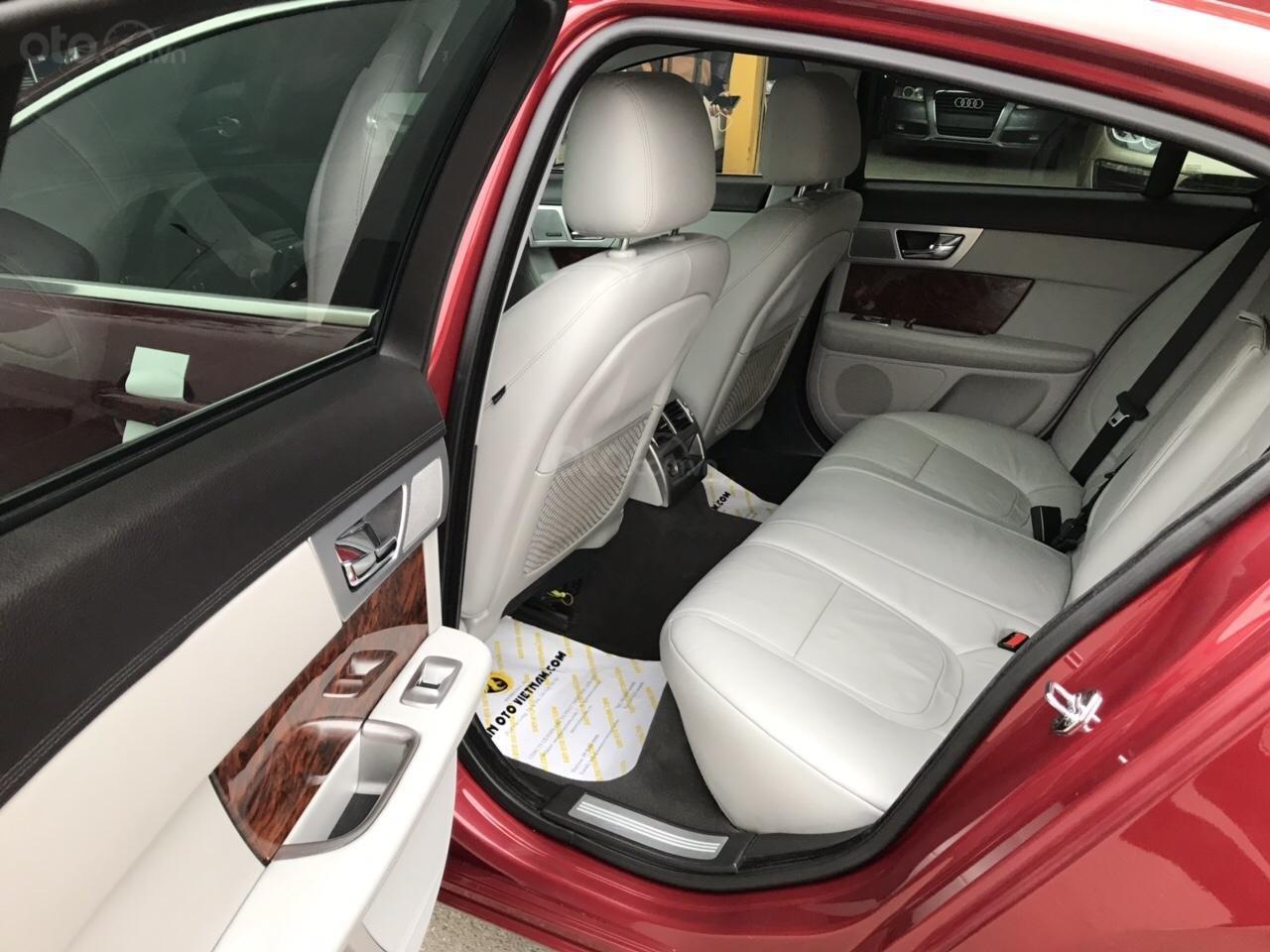 Cần bán Jaguar XF màu đỏ model 2014, xe nhập, giá tốt-15