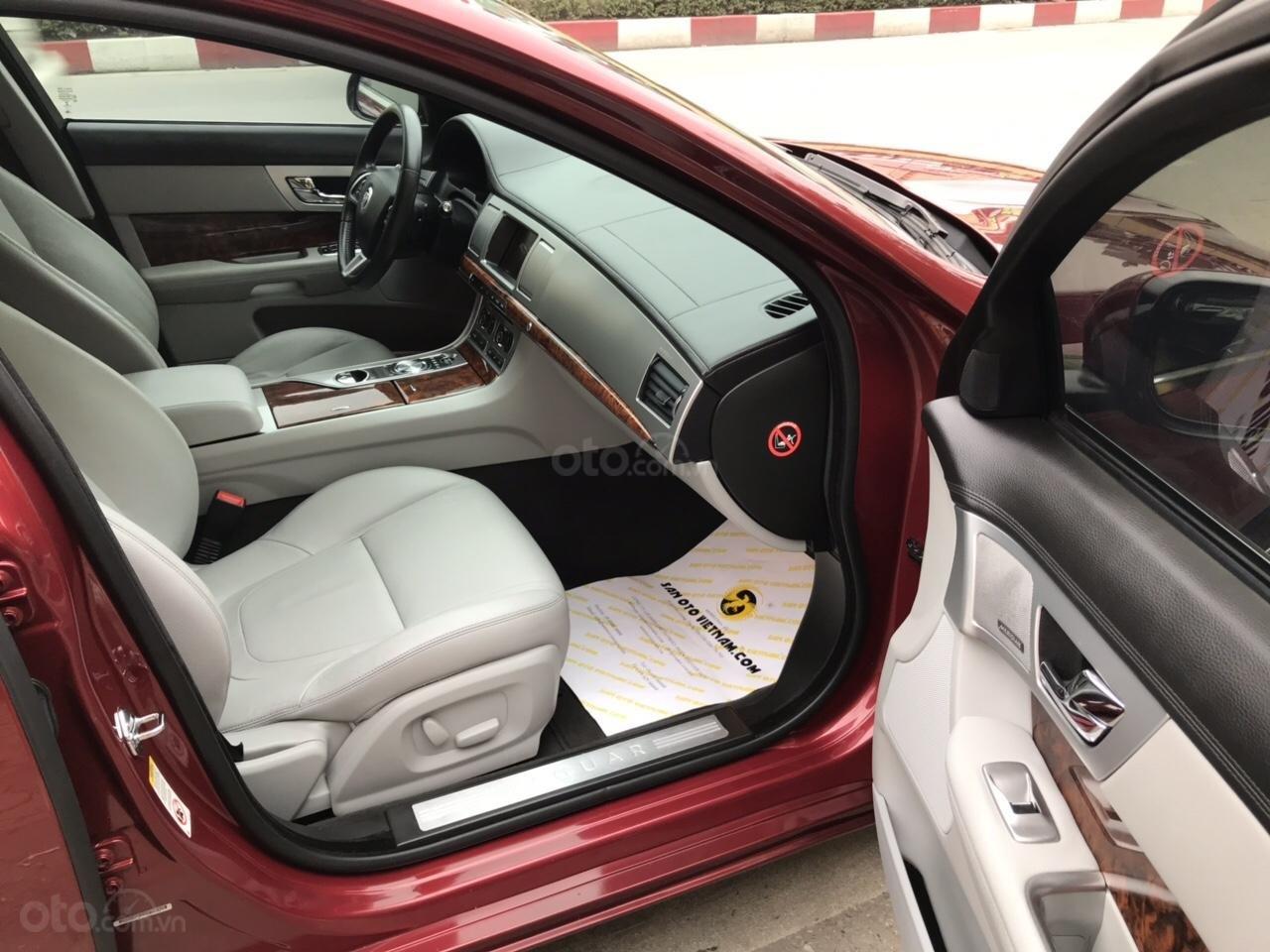 Cần bán Jaguar XF màu đỏ model 2014, xe nhập, giá tốt-4