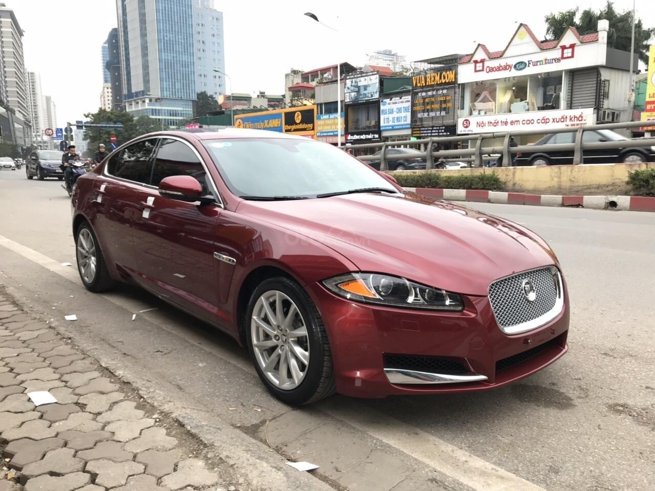 Cần bán Jaguar XF màu đỏ model 2014, xe nhập, giá tốt-2