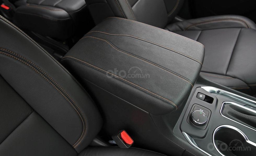 Đánh giá xe Chevrolet Traverse 2019 hộp để đồ