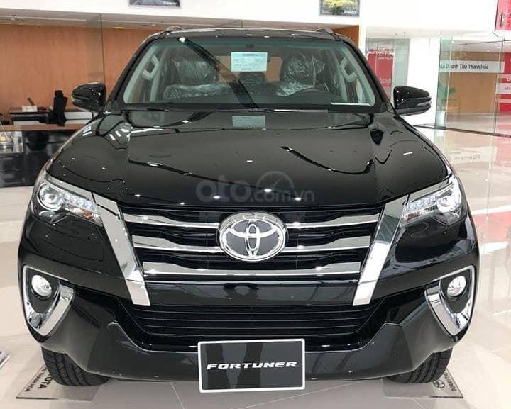 Hyundai Santa Fe 2.2L dầu đặc biệt 2019 và Toyota Fortuner 2.8V 4x4 2018 về phần đầu 1