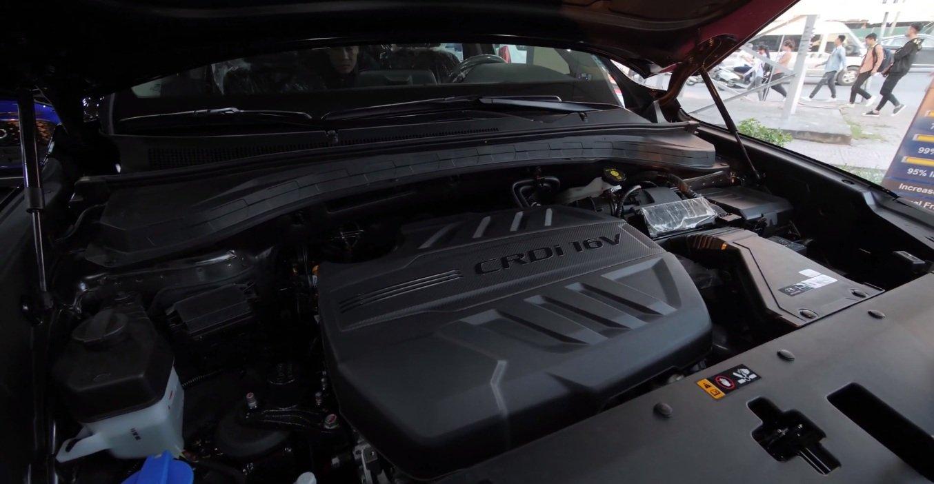 Hyundai Santa Fe 2.2L dầu đặc biệt 2019 và Toyota Fortuner 2.8V 4x4 2018 về động cơ 2