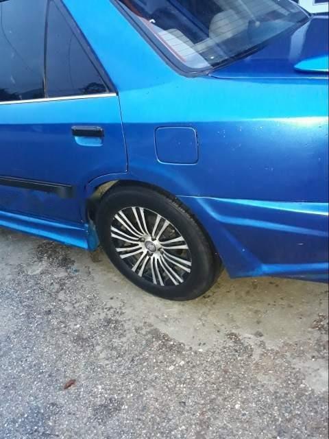Cần bán Mazda 323 năm sản xuất 1995, màu xanh lam (2)