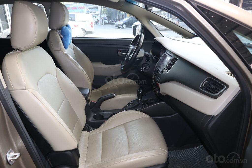 Cần bán xe Kia Rondo GAT 2.0AT 2017, màu vàng, giá 598tr-6