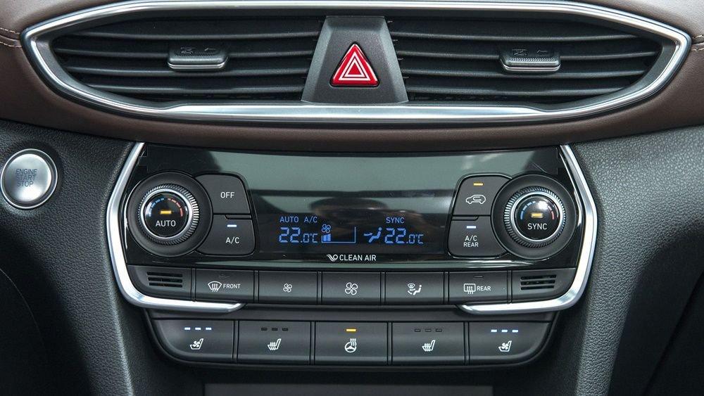So sánh xe Ford Everest 2019 và Hyundai Santa Fe 2019 về trang bị giải trí 7