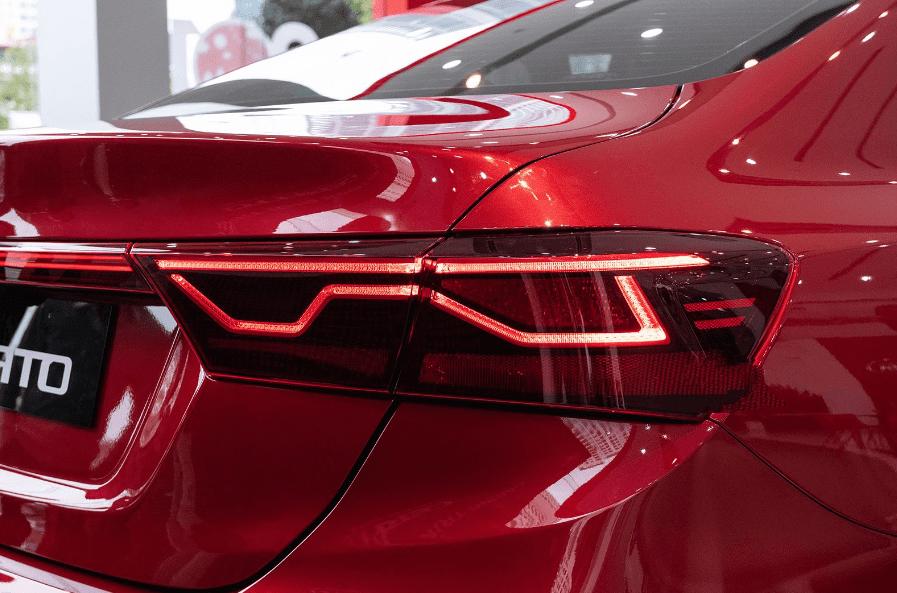 Kia Cerato 2019 bản 1.6 AT và 2.0 AT về đèn hậu