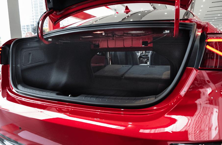 Kia Cerato 2019 bản 1.6 AT và 2.0 AT về cốp xe