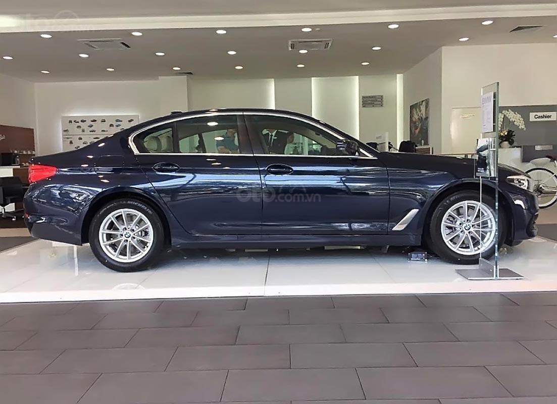 Cần bán BMW 5 Series 520i đời 2019, màu xanh lam, xe nhập-1