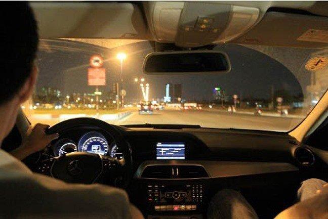 Nguyên tắc '8 Không' để đảm bảo lái xe ô tô an toàn  - không quan sát ở cự li gần.