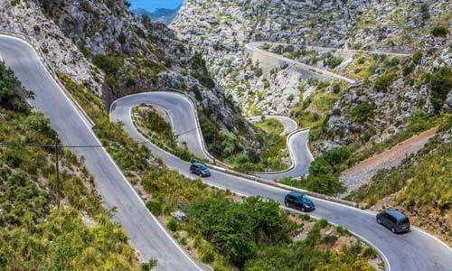 Nguyên tắc '8 Không' để đảm bảo lái xe ô tô an toàn  - không rà phanh liên tục khi xuống dốc.