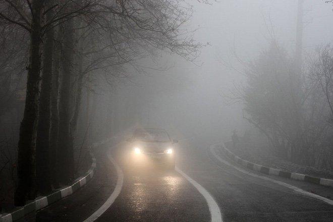 Nguyên tắc '8 Không' để đảm bảo lái xe ô tô an toàn  - không bật đèn pha chiếu xa.