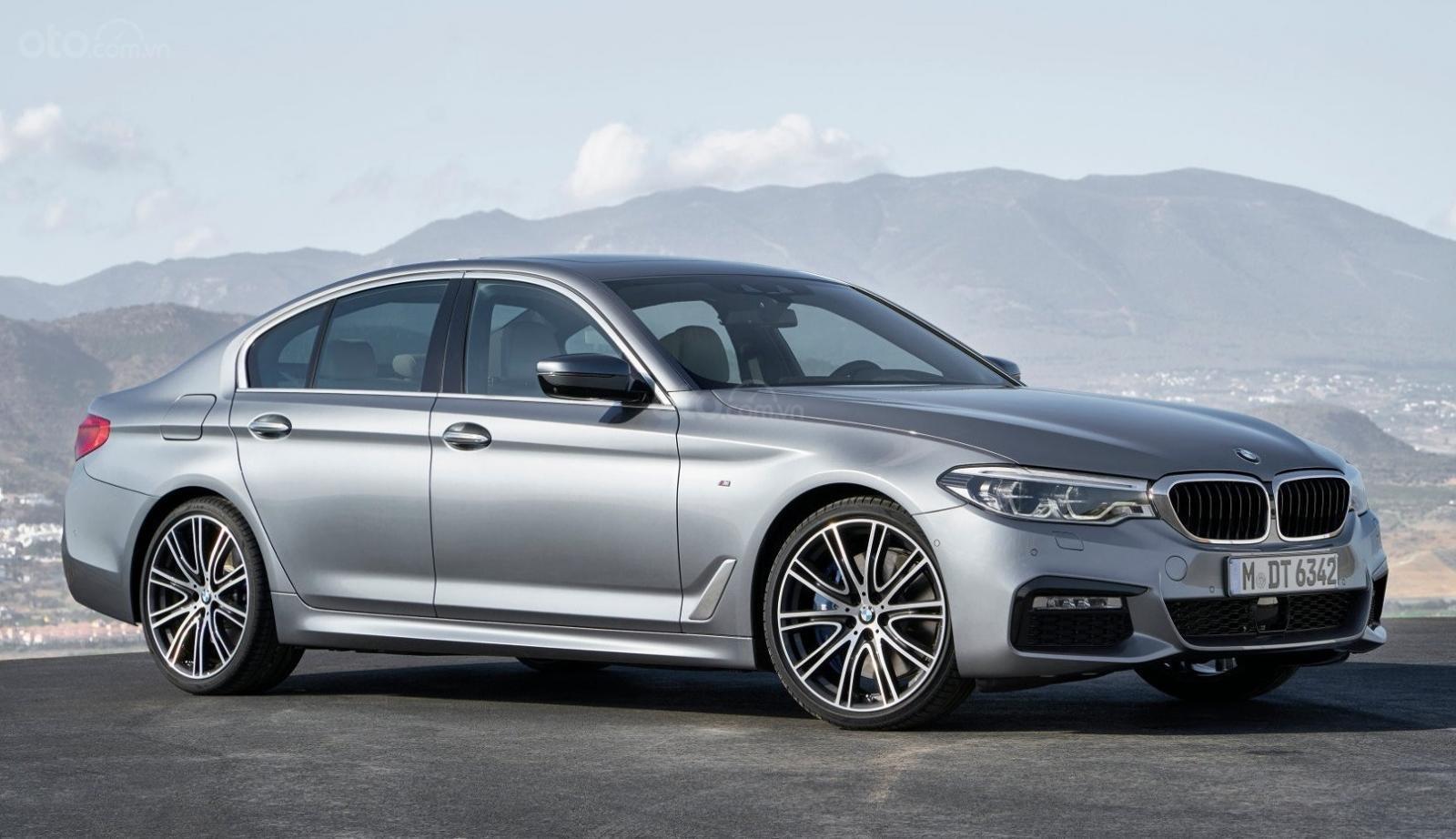BMW 5-Series màu bạc