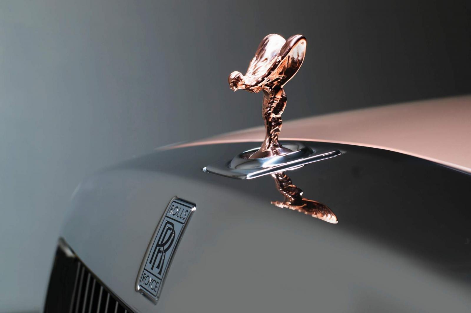 """Khám phá 7 mẫu xe Rolls-Royce bespoke đỉnh nhất năm 2018 - Rolls-Royce Phantom """"Whispered Muse"""" 1."""